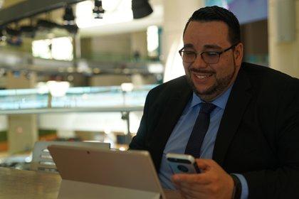 Muñoz es titular de Muñoz Realty, una empresa familiar de bienes raíces, en la que trabajan sus hermanos, sus padres, su hijo, sus sobrinos y su mujer