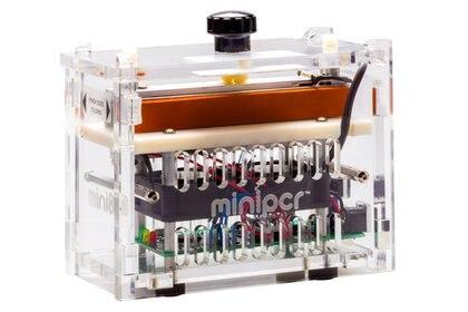 Las ventajas de la mini-máquina hicieron que muchos colegios de los Estados Unidos la adoptaran para enseñar conceptos claves de biología molecular, genética y bioingeniería