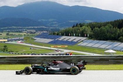 Lewis Hamilton durante las prácticas de Fórmula 1 tras la pausa por la pandemia de coronavirus (REUTERS)