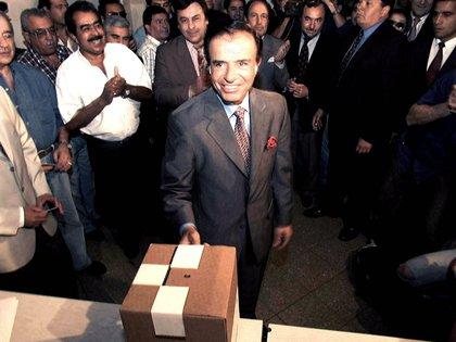 Carlos Menem logró la reelección en 1995 (foto Reuters)