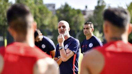 Los hermanos Romero están enfrentados con el entrenador y la situación está cada vez más caliente (Foto NA)