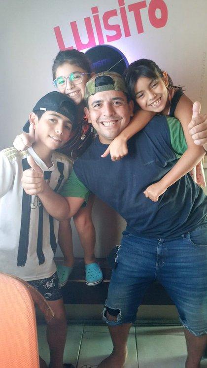 Luisito, Papurri (Hugo), Bianca y Zoe. Junto con Romina conforman la familia Gil que vive en el barrio San Carlos de La Plata