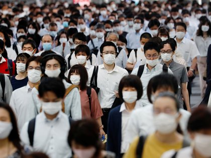 People wearing protective masks amid the coronavirus disease (COVID-19) outbreak, make their way during rush hour at a railway station in Tokyo, Japan, July 3, 2020. REUTERS/Kim Kyung-Hoon