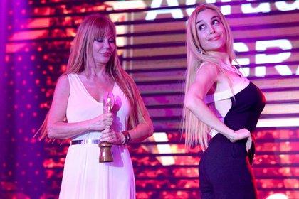 Graciela Alfano recibió un reconocimiento por su trayectoria. Con Fátima Florez protagonizaron un divertido momento sobre el escenario