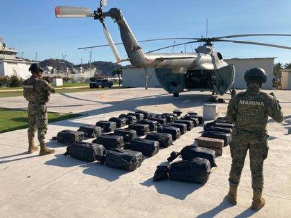 La determinación ministerial se trataba de 731 kilos de un polvo blanco con características de la cocaína. (Foto: Twitter/@campomartemx)