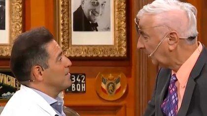 Su foto junto a la de Gerardo Sofovich y una margarita en su silla vacía: el sentido homenaje de Polémica en el bar a Mauro Viale