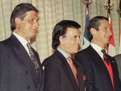 Los ex presidentes de Bolivia, Jaime Paz Zamora (izq.); Argentina, Carlos Menem (der.); y Brasil, Fernando Collor de Mello, en una cumbre del Grupo de Río en Las Leñas, en 1992 (RR/SV)
