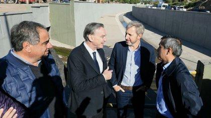 Pichetto y el ministro Rogelio Friguerio llevan recorridas más de cinco provincias juntos en busca del voto peronista (@MiguelPichetto)