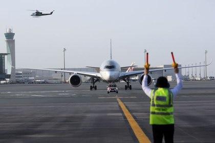 Imagen de un Airbus A350-1000 en la pista del Aeropuerto Internacional Hamad de Doha, Qatar (REUTERS/Naseem Zeitoon)