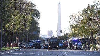 La Policía apostada en el Obelisco