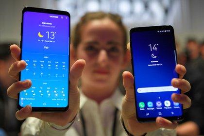 El Samsung Galaxy S9, al igual que los antecesores, vino en dos versiones, pero el S10 sumaría una tercera variante (AFP)