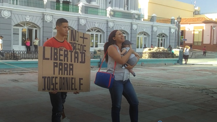 La mujer e hijos de José Daniel Ferrer exigen verlo