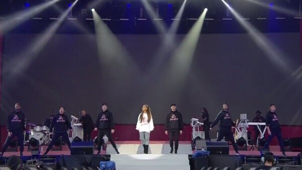 Ariana realizó un concierto benéficodedicado arecaudar fondos para las víctimas del atentado.