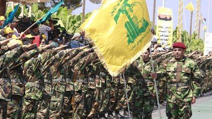 Los terroristas de Hezbollah durante una muestra de poder en el Líbano