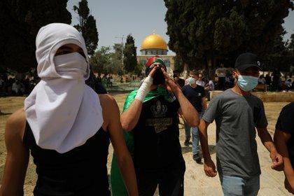 Manifestantes palestinos enmascarados en Jerusalén este lunes (REUTERS/Ammar Awad)