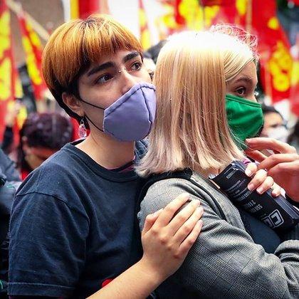 Las jóvenes son militantes de una agrupación de izquierda (IG: @lulalulitax)