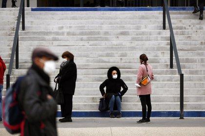 Francia impone el cierre de bares en Marsella por el virus EFE/EPA/SEBASTIEN NOGIER/Archivo