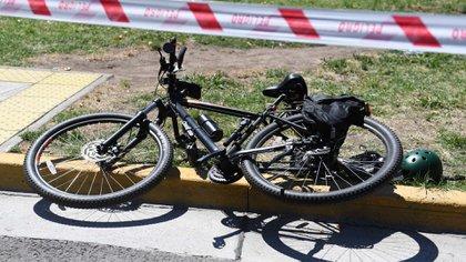 Después del crimen, el menor dejó tirada la bicicleta en Madero y San Martín (Maximiliano Luna)