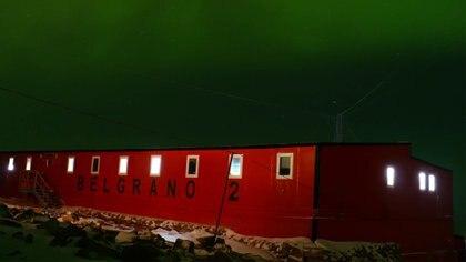 Aurora austral en la Base Belgrano II. Foto: Dirección Antártica de Ejército.