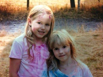 """Leia Carrico, de 8 años de edad, y su hermana Caroline, de 5 años de edad, fueron halladas con vida el domingo tras perderse el viernes por la tarde. """"Estaban sanas y salvas, de buen humor, sin lesiones"""", dijo el alguacil. """"Estas chicas definitivamente tienen una historia de supervivencia que contar"""" Foto: (Facebook Humboldt County Sheriff's Office)"""