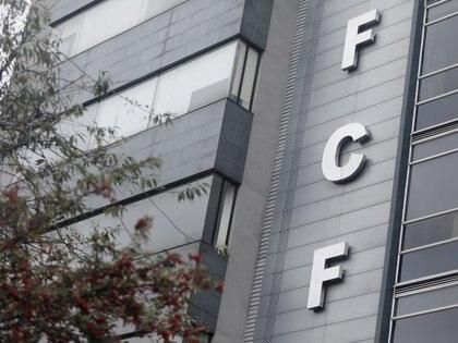 Foto de archivo. Fachada del edificio de la Federación Colombiana de Fútbol en Bogotá, Colombia, 25 de junio, 2020. REUTERS/Luisa González