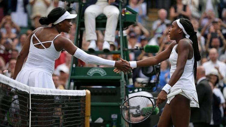 El saludo de Williams y Gauff tras el final del partido (AP)