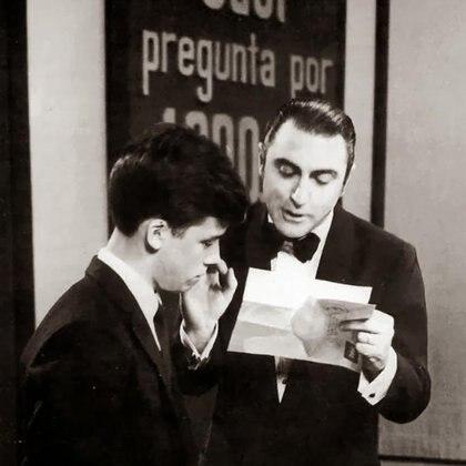 """Cacho Fontana protagonizó el Fontana Show durante 16 temporadas consecutivas y condujo el famoso ciclo de preguntas y respuestas """"Odol pregunta"""""""