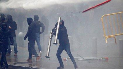 Protestante dañaron inmuebles ajenos (Foto: Francois Lenoir / Reuters)