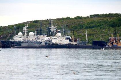 Un submarino no identificado en Severomorsk, donde está el puerto base de la nave siniestrada(AFP)