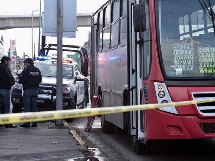 TOLUCA, ESTADO DE MÉXICO, 21AGOSTO2018.- Un joven de 23 años de edad murió al resistirse a ser asaltado en un camión de transporte público, en la avenida 5 de Mayo casi esquina con Las Torres. FOTO: ARTEMIO GUERTA BAZ /CUARTOSCURO.COM