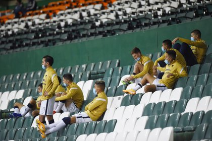 Soccer Football - Liga MX - Final - Second Leg - Leon v Pumas UNAM - Nou Camp Stadium, Leon, Mexico - December 13, 2020 Substitutes in the stands during the match REUTERS/Omar Martinez