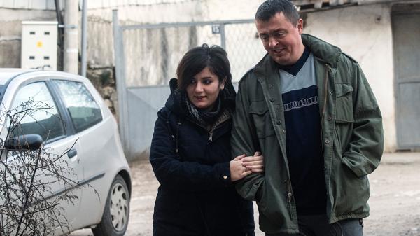 Resultado de imagen para La historia de amor entre una refugiada y un policía que enternece a Medio Oriente