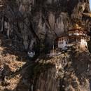 El lugar estrella de Bután es sin duda el monasterio llamado Nido del Tigre. Ubicado sobre una cornisa a 3200 msnm, se llega caminando o combinando un trayecto a caballo y otro a pie