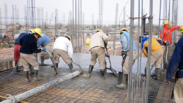 La estabilidad de los salarios fue clave para que se atenuara la suba del costo de construir (NA)