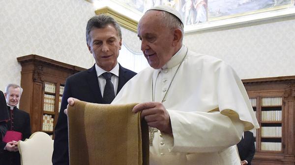 La relación entre Macri y el papa Francisco es oscilante. (NA)