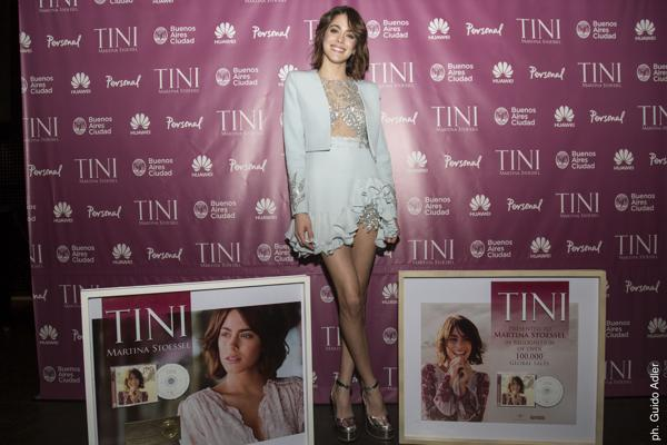 """Martina Stoessel recibió reconocimientos por su nuevo disco, """"Tini"""""""
