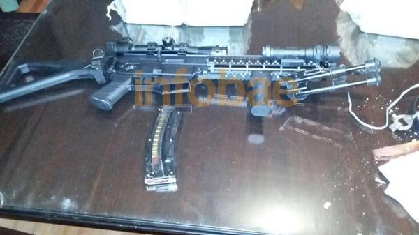 El fusil que llevaba en su auto José López es la única arma registrada.
