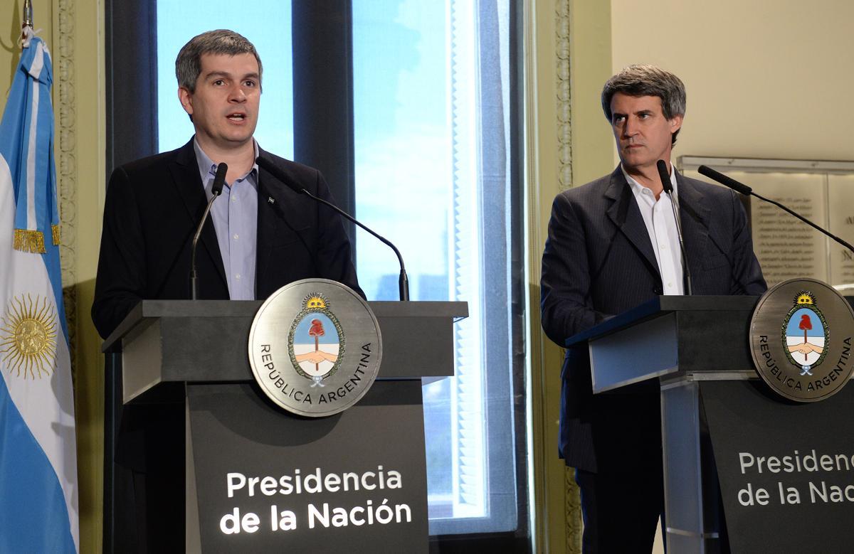 Marcos Peña y Alfonso Prat-Gay deberán explicar que el Gobierno no abandonó la meta de baja del rojo fiscal (Presidencia)