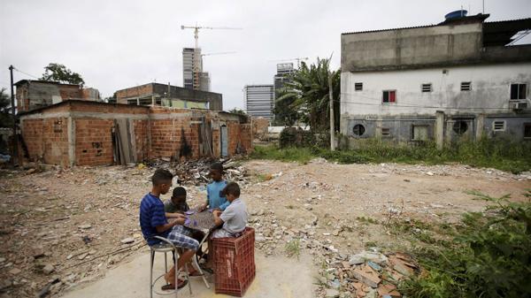 El umbral de pobreza se redujo por efecto de la revisión de las tarifas de gas (Reuters)