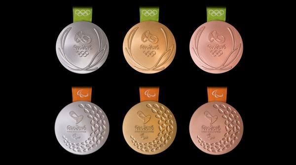 Así serán las medallas de los Juegos Olímpicos (arriba) y los Juegos Paralímpicos (abajo) (Río 2016)