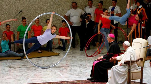 "El mundo circense difunde ""una cultura del encuentro"", dijo Francisco (Reuters)"