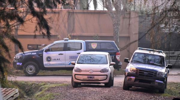 La Justicia ordenó un importante operativo de investigación en el domicilio sobre el río Luján.(Adrián Escandar)