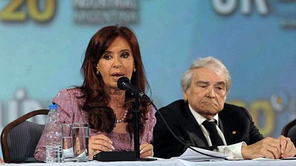 Cristina Elisabet Kirchner no escuchó las advertencias de los empresarios del alto costo social que generó el cepo cambiario (Télam)