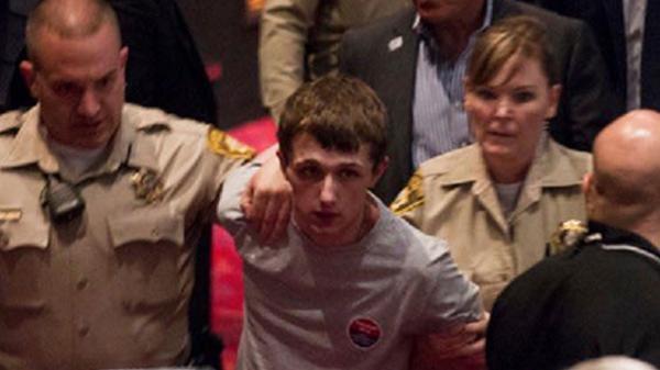 El agresor fue identificado como Michael Steven Sandford