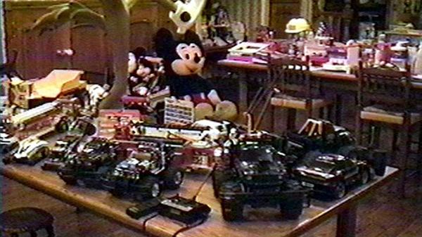 Un paraíso para los niños. Autos a control remoto, Mickey Mouse y todo tipo de juguetes: una tentación para cualquier menor