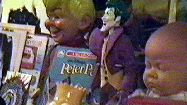 Cuentos de Peter Pan, Bart Simpson, El Guasón y dos muñecos