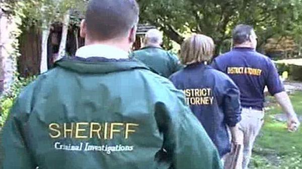 Más de 70 agentes policiales y de la Fiscalía de Santa Barbara participaron de la requisa en la propiedad de Michael Jackson. En ese momento, el artista se encontraba en Las Vegas