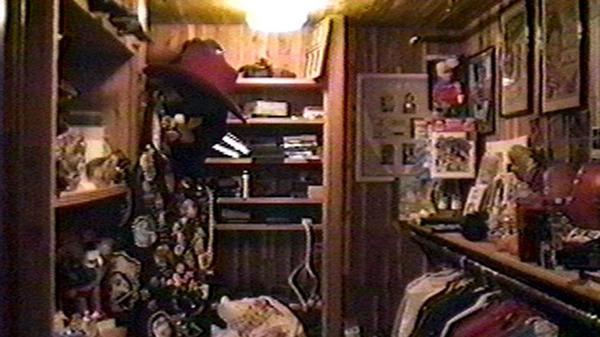 El armario secreto de Michael Jackson, en la habitación principal de la mansión en Santa Bárbara