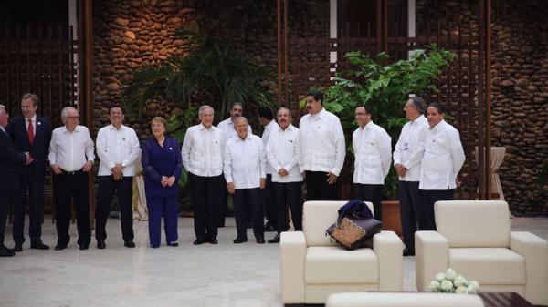 Los mandatarios Nicolás Maduro y Michelle Bachelet presenciaron el anuncio en La Habana
