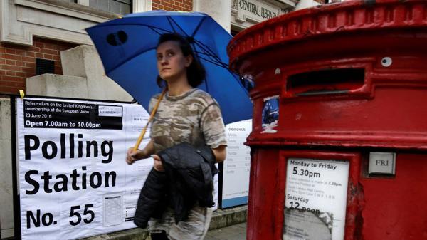 Los británicos asisten a las urnas en las últimas horas del histórico referéndum (Reuters)